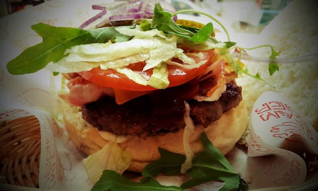 Pim Pam Burger: отличная бургерная при рынкеPrincesa